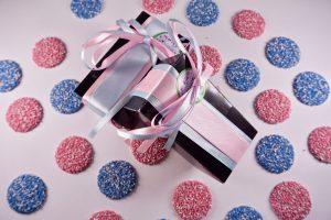 Gender reveal chocolaatjes verpakt